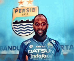Ex-England forward Carlton Cole set to join Michael Essien at Persib Bandung