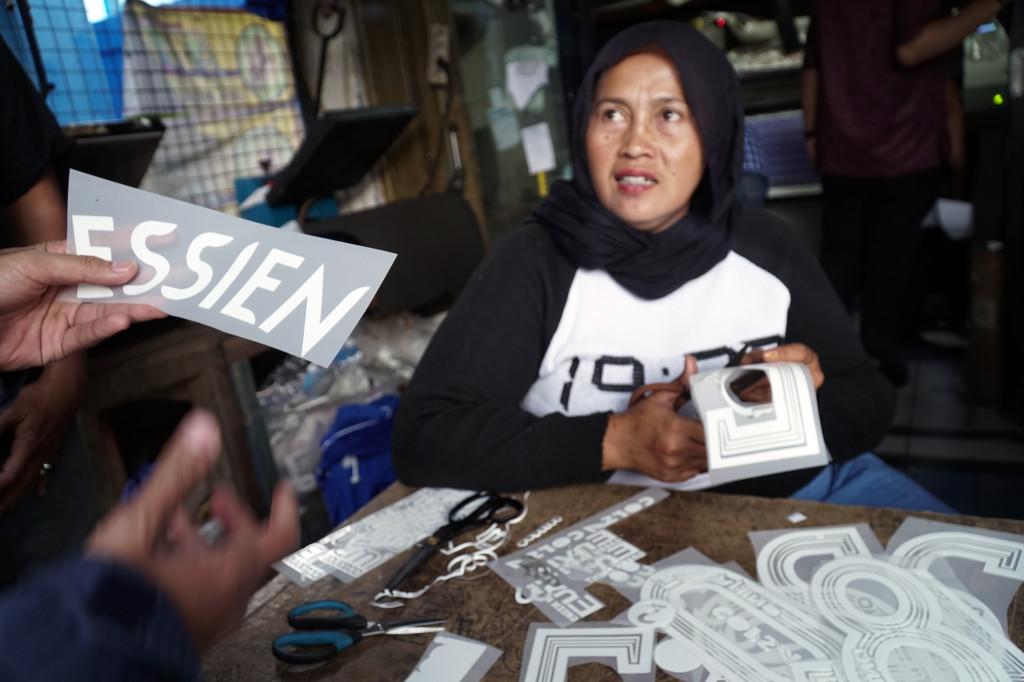 Indonesian club Persib Bandung cashing-in on Michael Essien jerseys