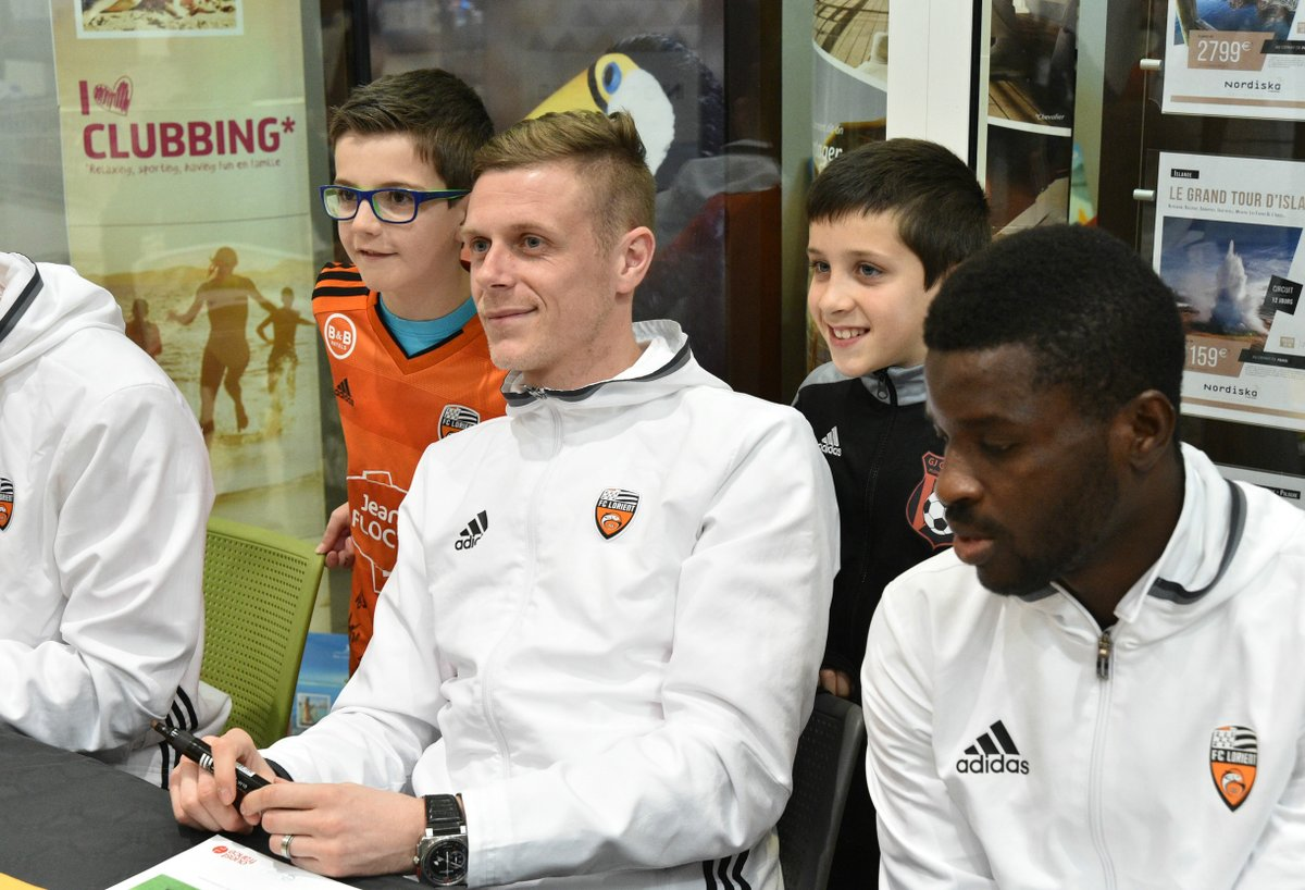 Alhassan Wakaso signs autographs at Lorient's mega shop ahead of Metz game
