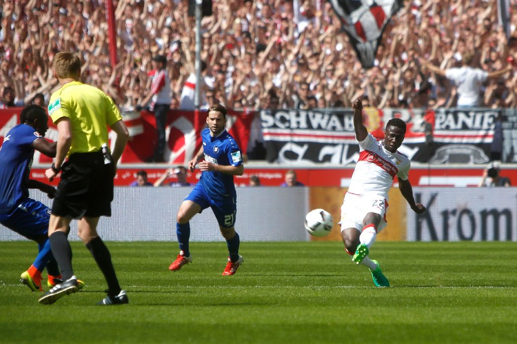 VFB Stuttgart coach dazzled by Ebenezer Ofori's technical abilities,set to give him more playing time
