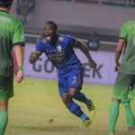 Persib coach Djadjang Nurdjaman tells players not be over reliant on Michael Essien