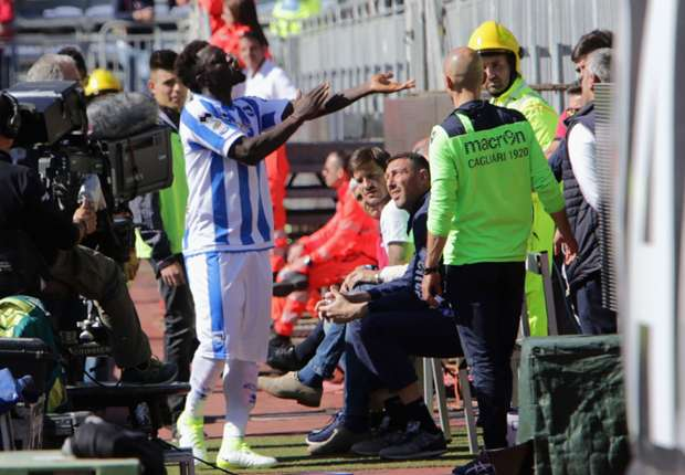 Sulley Muntari walks off field during Pescara's game at Cagliari due to racist abuse