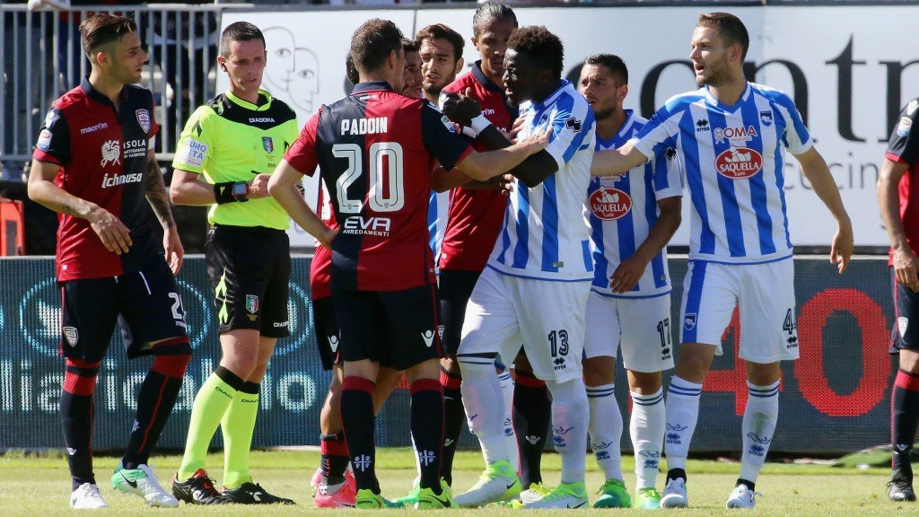 Pescara coach slams referee over Sulley Muntari punishment for racist abuse action