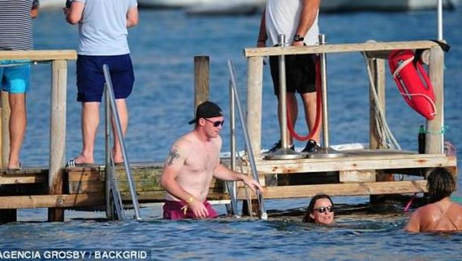 Man Utd Skipper Rooney Enjoys Time Away From Football Amid Speculation Over His Future