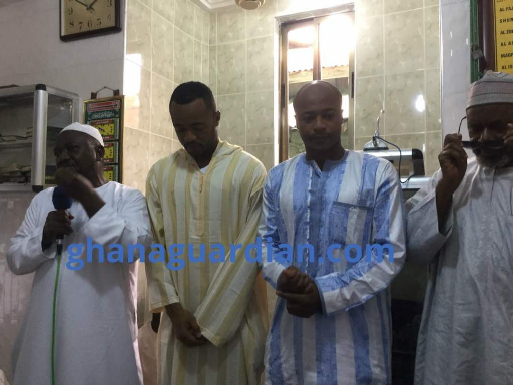Ayew brothers donate to Muslim community in Nima on last Friday of Ramadan