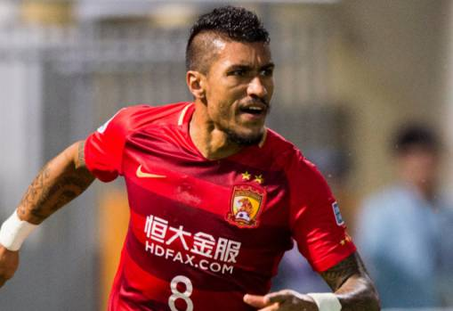 Paulinho joins Barcelona from Guangzhou