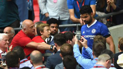 Diego Costa Hails Chelsea Fans as He Continues Feud With 'Disrespectful' Antonio Conte