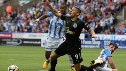 Newcastle United Fans Are Far From Impressed With Dwight Gayle After Huddersfield Loss