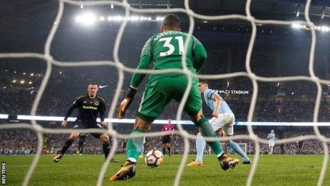 Rooney's focus on Everton over England after 200th Premier League goal