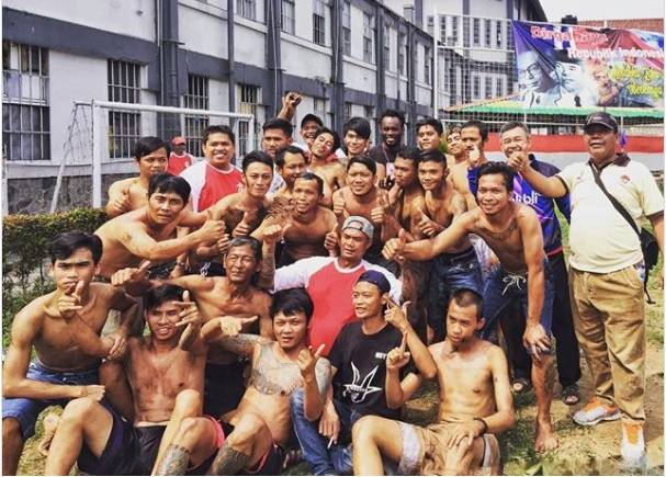 Former Chelsea star Michael Essien celebrates Indonesia Independence Day with prison inmates