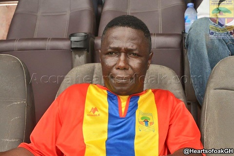 Alhaji Akambi cuts referee Prince Amoah into pieces for poor officiating in Hearts-Aduana draw