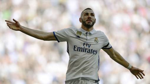 Karim Benzema agrees Real Madrid contract extension until 2021