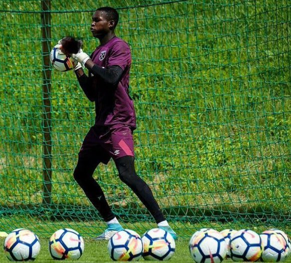 West Ham United still waiting for a work permit for Ghanaian goalkeeper Joseph Anang