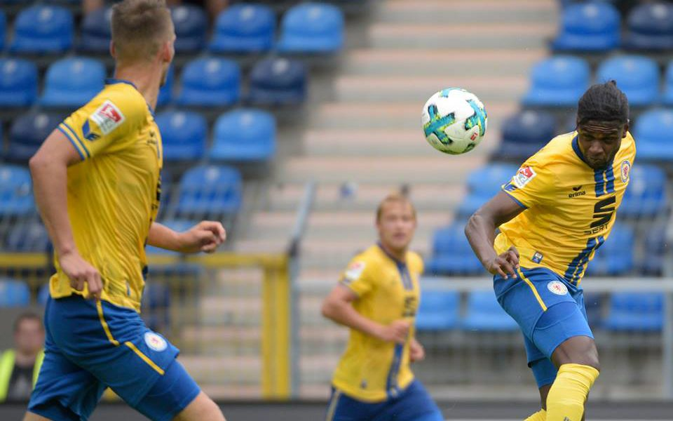 Ghanaian-born Swedish Joseph Baffo scores in Eintracht Braunschweig's 3-0 win over Greuther Furth