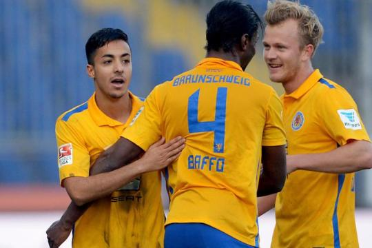 Defender Joseph Baffo scores for Eintracht Braunschweig in 2-1 defeat against Regensburg