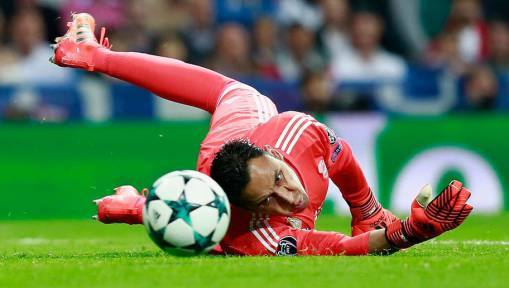 Real Madrid Keeper Set to Miss Crucial Spurs Clash With Thigh Injury