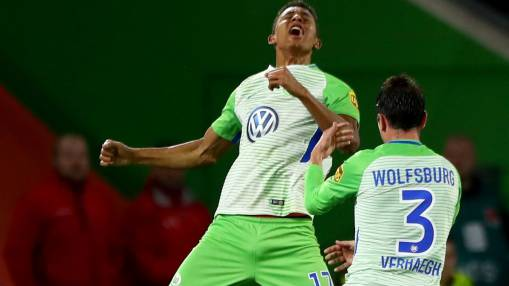 Wolfsburg rescue late draw; Salomon Kalou penalty grabs point for Hertha
