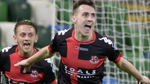 Irish Premiership: Linfield 2-5 Crusaders
