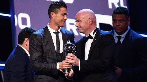 Trending: Ronaldo beats Messi to FIFA award