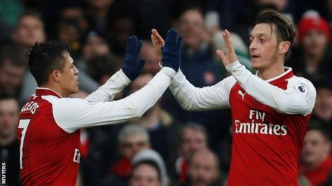 Alexis Sanchez and Mesut Ozil want to stay at Arsenal, says manager Arsene Wenger