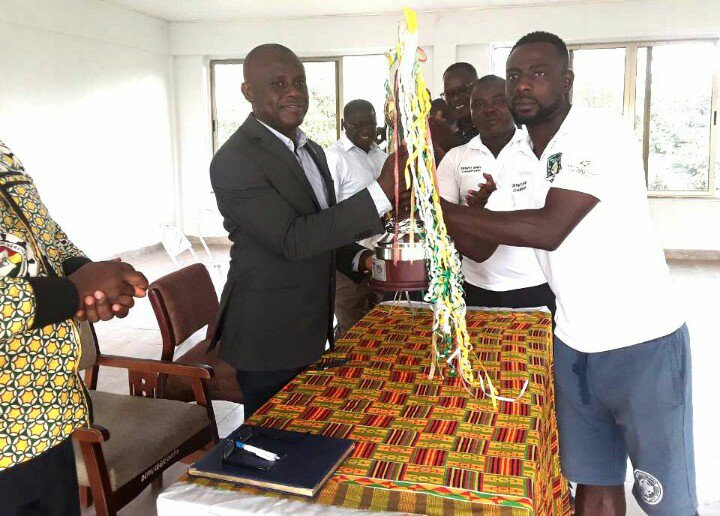Dormaa Municipal Assembly parts GH¢ 10,000 to Aduana Stars for Ghana Premier League triumph