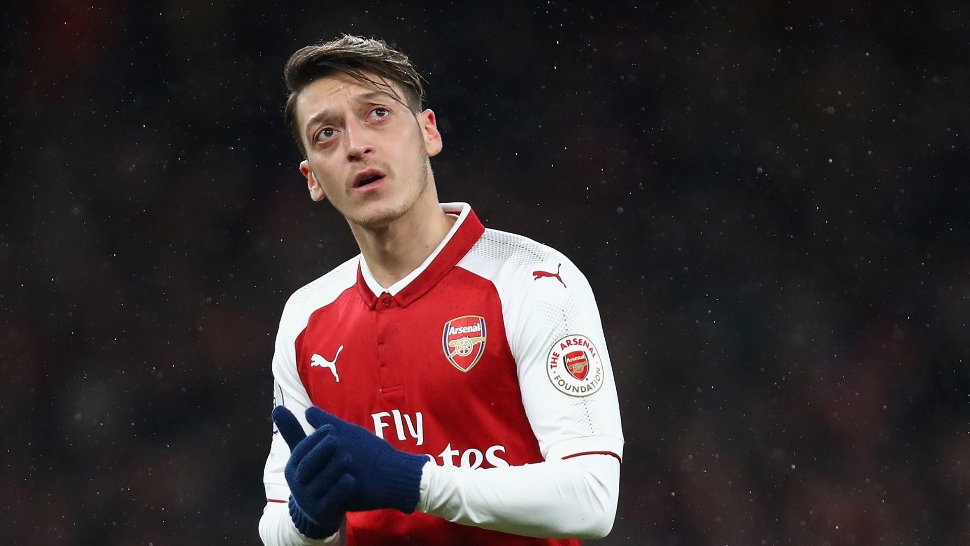 Wenger: I believe Ozil wants to stay