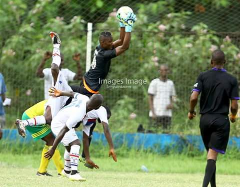Goalkeeper Frank Andoh shuns Karela, Eleven Wonders interest to stay at Ebusua Dwarfs