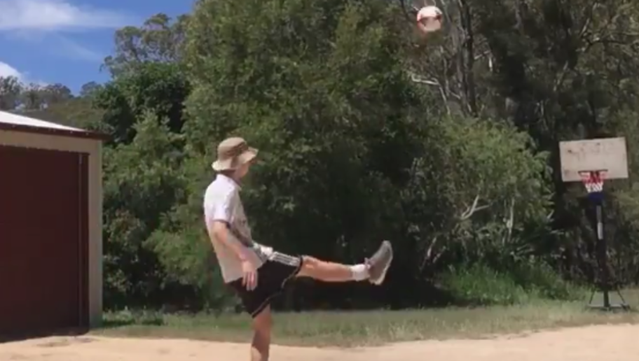VIDEO: Sweet as! Aussie Real Madrid Fan Shows Off Stunning Freestyle Skills in Cheeky Fashion