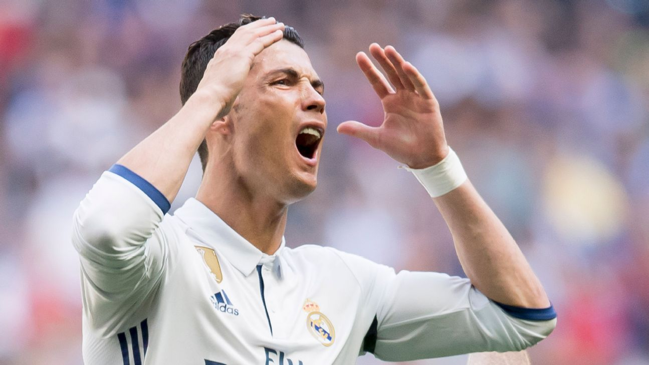 Cristiano Ronaldo wants Real Madrid exit over new contract delay - source