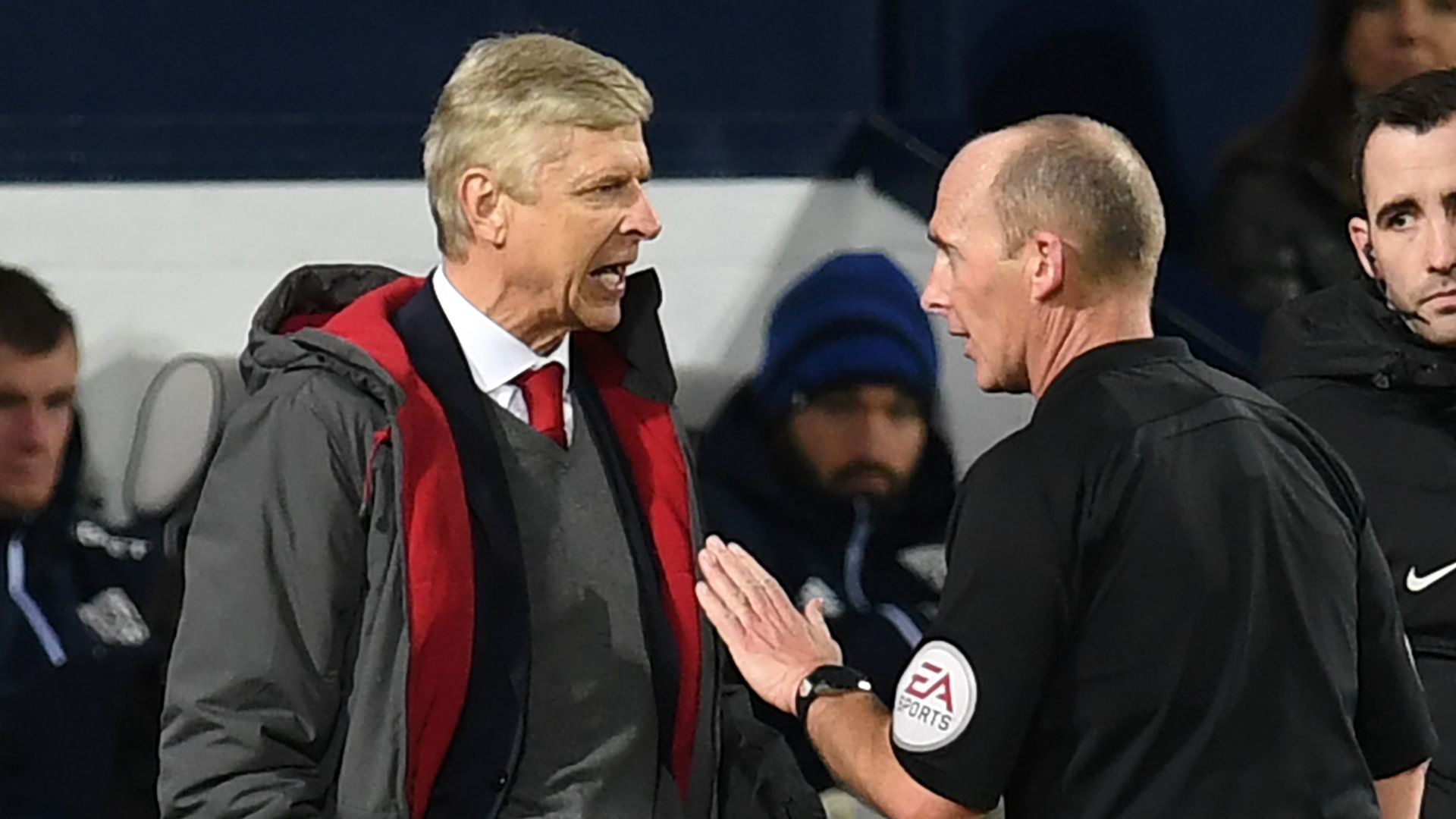 FA says Wenger called ref Dean 'disgrace'