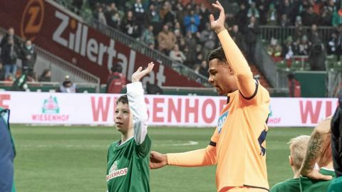 Gnabry fulfils promise to schoolboy with cancer By making Lukas, 11, mascot for Hoffenheim's trip to Bremen, Gnabry honoured a long-held promise. vor 2 Stunden