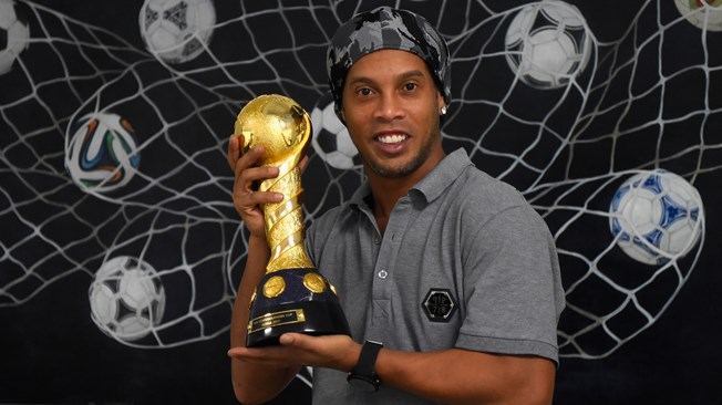 Ronaldinho calls time on mesmerising career