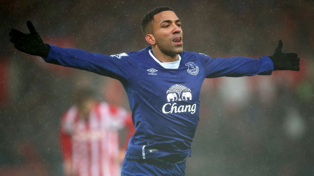 Burnley agree deal for Everton winger Aaron Lennon - reports