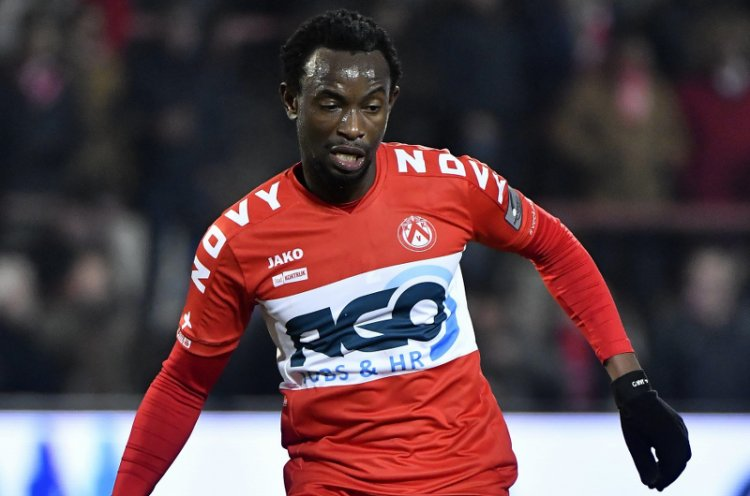 Bernard Kumordzi suffers early injury in Kortrijk's 3-0 defeat at Zulte-Waragem