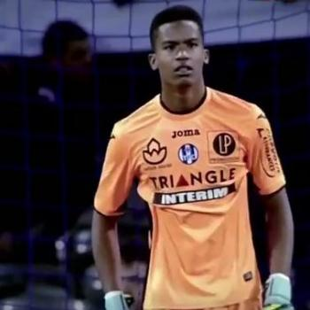 TOULOUSE - Top clubs all around keen on 1999-born goalie LAFONT