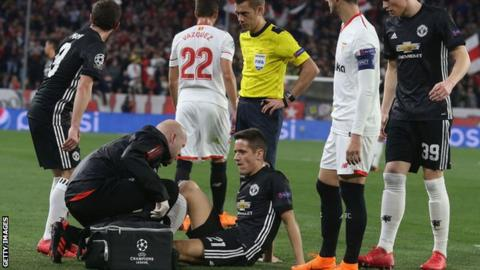 Ander Herrera: Man Utd midfielder could have bad injury, says Jose Mourinho