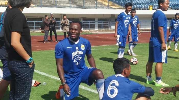 Persib Bandung midfielder Michael Essien trains alone amid transfer reports