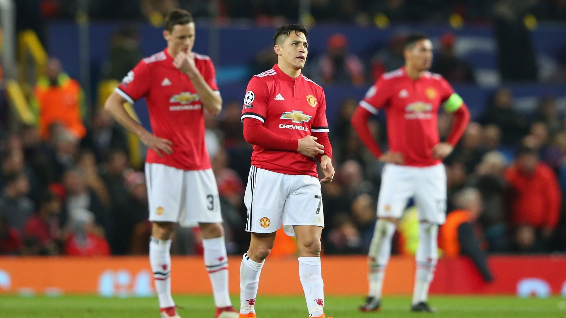 Sanchez, Fellaini 4/10 as Man United crash out