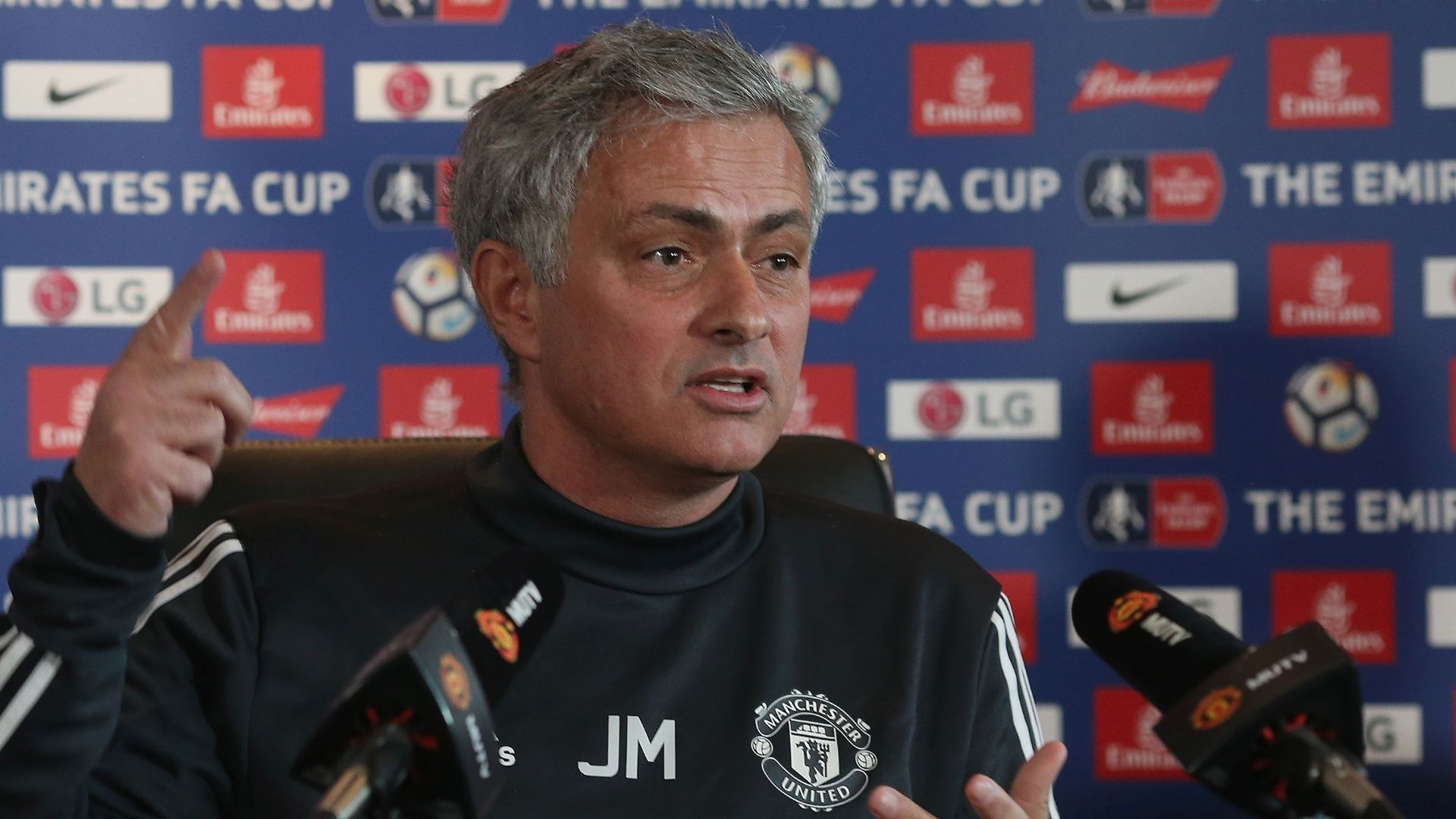 'Difficult' for Utd if City keep spending - Mou