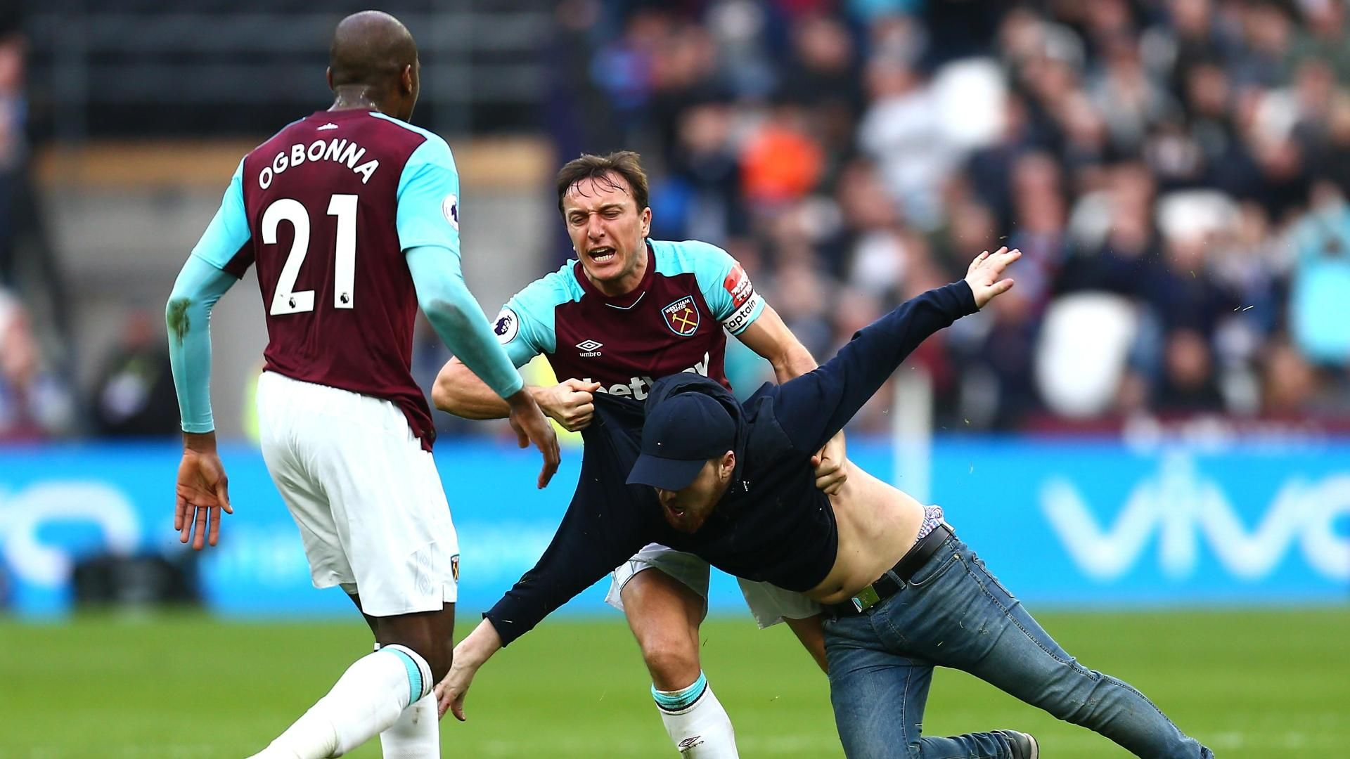 Hammers vice-chairman apologises for unrest
