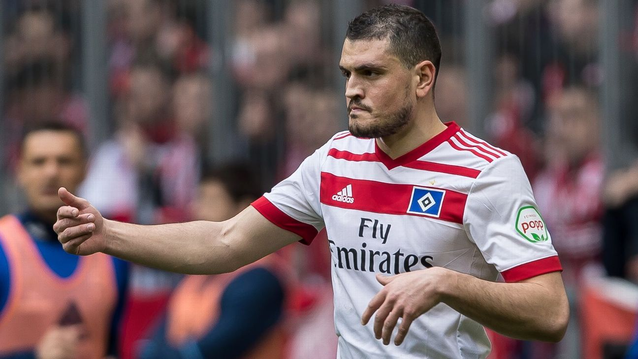 Papadopoulos blasts Hamburg coach Christian Titz after being left out