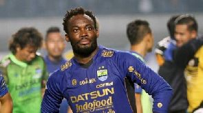 Ghana's Michael Essien shows affection for Persib Bandung after league victory