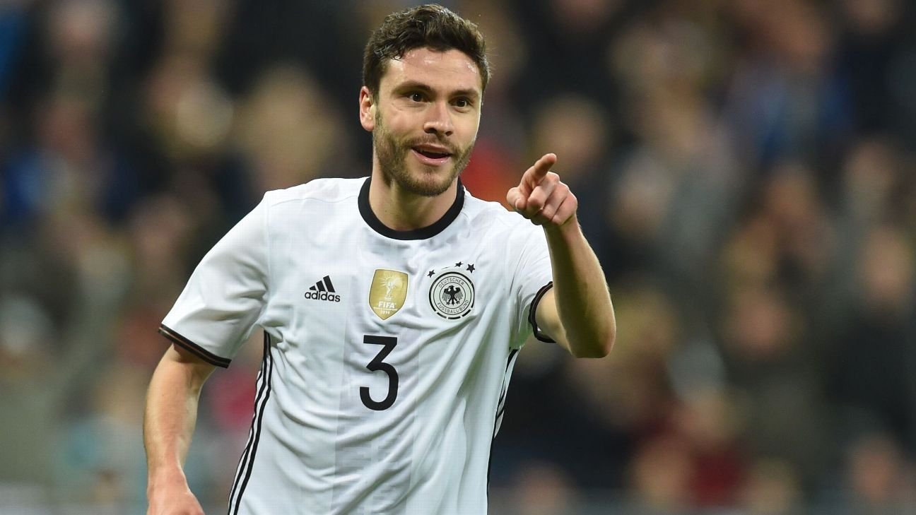 Despite Bayern Munich links, Cologne's Jonas Hector signs new two-year deal