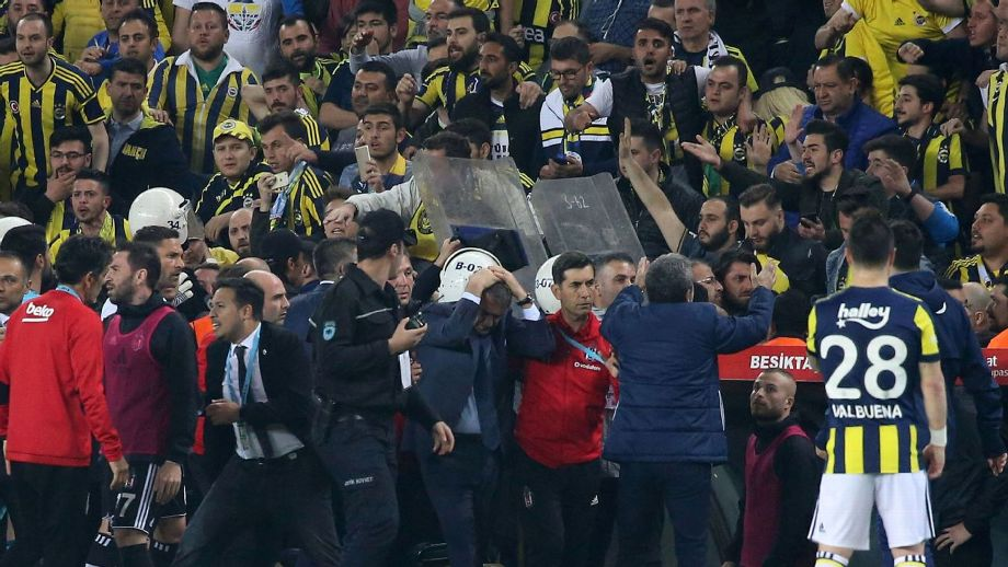 Besiktas refuse to finish match vs. Fenerbahce