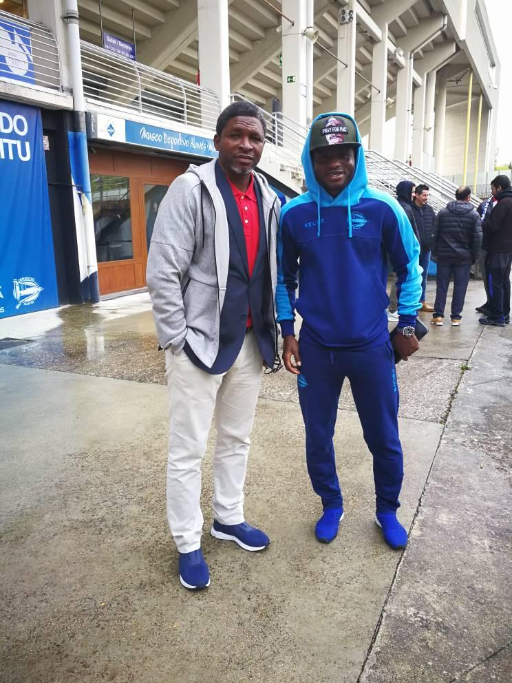 Second Black Stars deputy coach Maxwell Konadu takes working visit to Mubarak Wakaso at Deportivo Alaves
