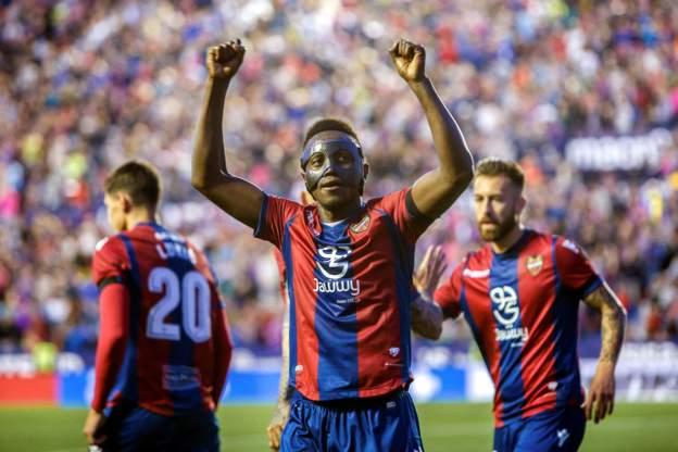 Asamoah Gyan eulgizes Black Stars newbie Emmanuel Boateng