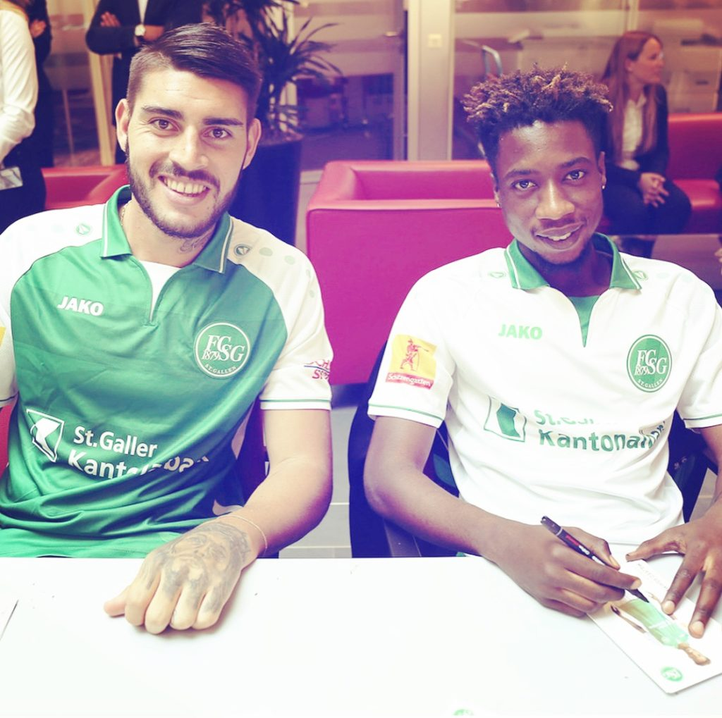 VIDEO: Happy-looking Majeed Ashimeru signs autographs for St Gallen fans