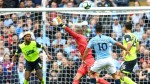 Man City score 6 vs. Huddersfield, open 3-point lead over woeful Man United