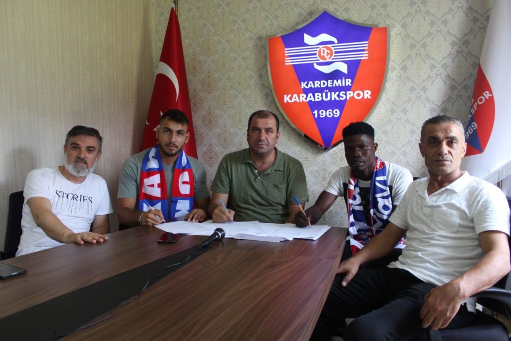 PHOTOS: Francis Narh signs one-year deal with Turkish side Kardemir Karabükspor