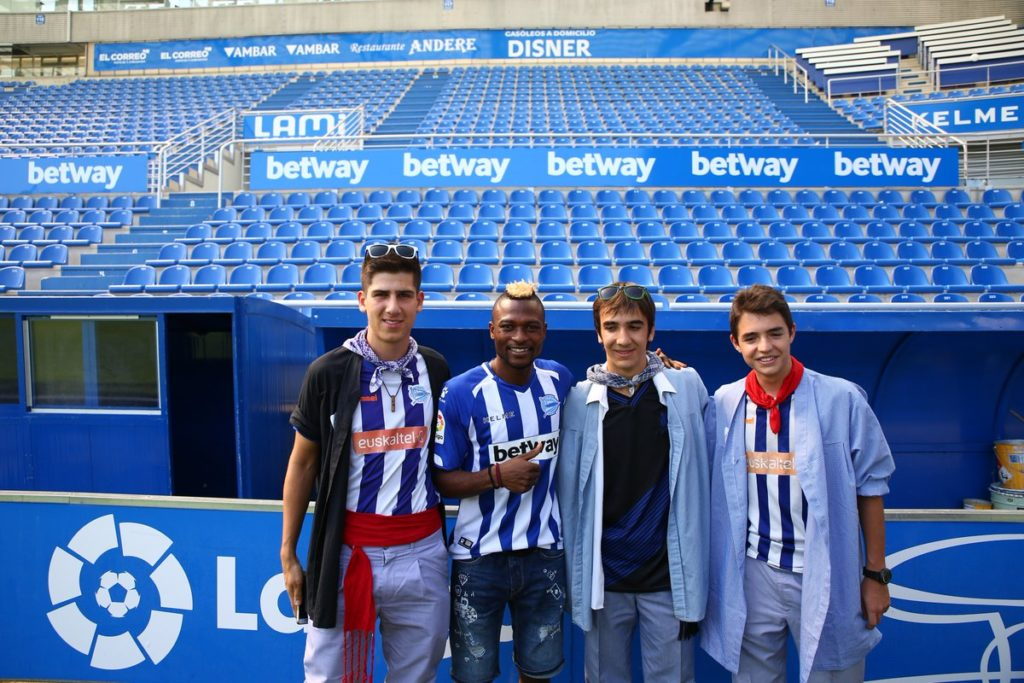 PHOTOS: Patrick Twumasi meets and interacts with Deportivo Alaves fans